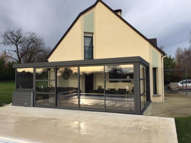 Véranda moderne style atelier à Avranches